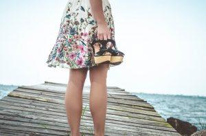 Žena v šatách
